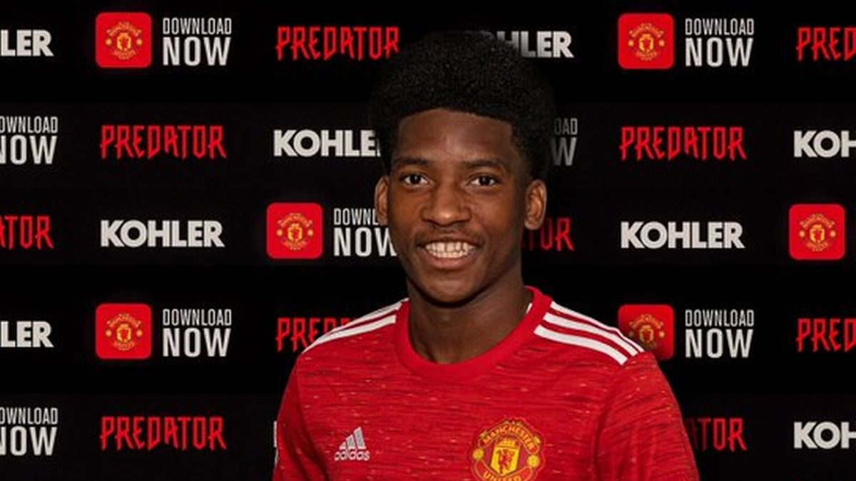 Willy Kambwala in United signs for Manchester United
