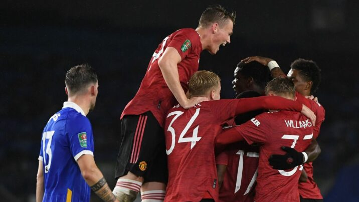 United cruise into last eight of Carabao Cup